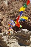 Boeddhistische tibetan gebedvlaggen die in Basgo, Ladakh, India vliegen Royalty-vrije Stock Foto's