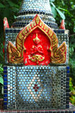 Boeddhistische Urn bij tempel in Surat, Thailand Stock Foto's