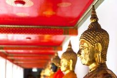 Boedha in de Tempel van Wat Pho keurig opeenvolgend in Klap Royalty-vrije Stock Afbeeldingen