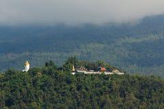 Boedha die op Berg voortbouwt Royalty-vrije Stock Foto