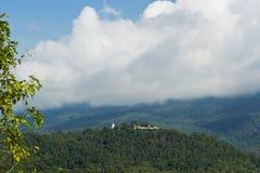 Boedha die op Berg voortbouwt Royalty-vrije Stock Afbeelding