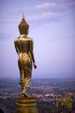 Boedha die zich op een berg Wat Phra die bevinden Khao Noi, Nan Provin Royalty-vrije Stock Foto's