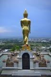 Boedha die zich op een berg Wat Phra die bevinden Khao Noi, Nan Provin Royalty-vrije Stock Fotografie