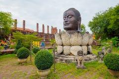 Boedha in een monument van de lotusbloembloem Thailand, Ayutthaya Stock Foto's