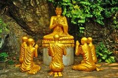Boedha en Monniken in Meditatie royalty-vrije stock foto
