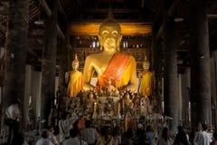 Boedha en Zijn Links-rechts Aanhangerstandbeeld - Luang Prabang, Laos Royalty-vrije Stock Foto