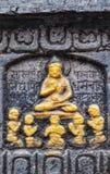 Boedha met monniken royalty-vrije stock afbeeldingen