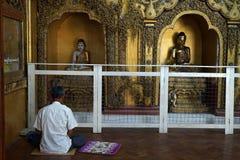 Boedha in tempel Royalty-vrije Stock Afbeeldingen
