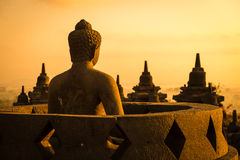 Boedha in Tempel Borobudur bij zonsopgang. Indonesië. Stock Foto's