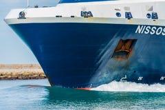 Boeg van de veerboot en de golf royalty-vrije stock fotografie