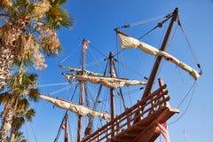 Boeg van een replica van het Nao de Santa Maria-gedokte schip stock foto's