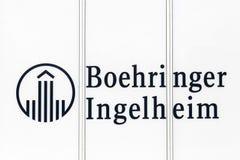 Boehringer Ingelheim logo på en byggnad Arkivbild