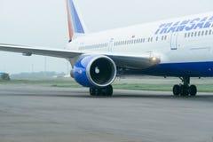 Boeing 767 à l'aéroport Photo libre de droits