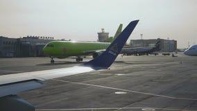 Boeing 767 åka taxi S7 lager videofilmer