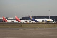 Boeing 777 αεροπλάνο μεταφοράς εμπορευμάτων, s σε μια σειρά Στοκ Εικόνες