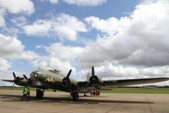 Boeing β-17 πετώντας φρούριο στη στάση σε Duxford Στοκ εικόνα με δικαίωμα ελεύθερης χρήσης