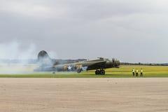 Boeing β-17 πετώντας φρούριο στη στάση σε Duxford Στοκ Φωτογραφίες
