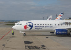 Boeing 737-800 με το moravian-Silesian λογότυπο περιοχών Στοκ Φωτογραφίες