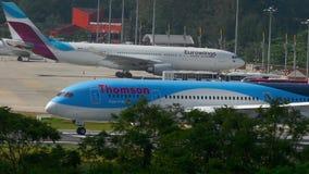 Boeing 787 να μετακινηθεί με ταξί Dreamliner απόθεμα βίντεο