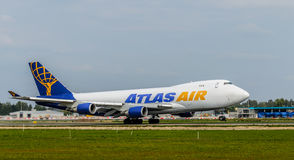 Boeing 747 που απογειώνεται στον αερολιμένα της Ρήγας Στοκ εικόνα με δικαίωμα ελεύθερης χρήσης