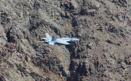 Boeing φ-18 έξοχο Hornet στο φαράγγι ουράνιων τόξων Στοκ Εικόνες