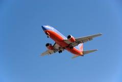 Boeing 737 die landt Stock Fotografie