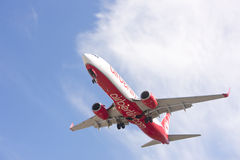 Boeing 737 makes its landing approach to oporto Stock Photos