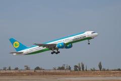 Boeing 757-200 Royaltyfria Foton