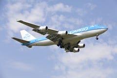 Boeing 747 de KLM approchant l'aéroport de Sheremetyevo Images libres de droits