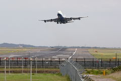 Boeing 747 jumbo jet taking off Royalty Free Stock Photos
