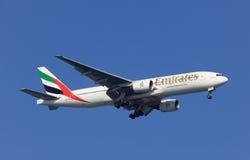Boeing 777 de linhas aéreas dos emirados Fotografia de Stock