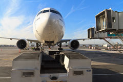 Boeing 777 in Dubai airport Royalty Free Stock Photography