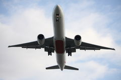 Boeing 777 het vliegen lage overheadkosten Stock Afbeeldingen