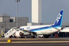 Boeing 787 atterri en cas d'urgence Images libres de droits