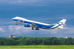 Boeing 747 abclastflygbolag, flygplats Pulkovo, Ryssland St Petersburg Augusti 2016 Arkivfoton