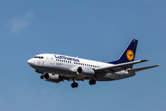 Boeing 737-500 aircraft of the Lufthansa airline Royalty Free Stock Images