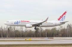 Boeing 737-800 AirEurope flygbolag, flygplats Pulkovo, Ryssland St Petersburg Maj 2017 Fotografering för Bildbyråer