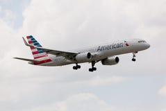 Boeing 757 amerykanina linia lotnicza zbliża się Miami lotnisko międzynarodowe obrazy royalty free