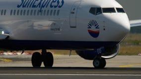 Boeing 737 antes de la salida almacen de metraje de vídeo
