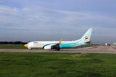 Boeing 737-8AS do estacionamento de Nokair na pista de decolagem a preparar-se para o voo Imagens de Stock