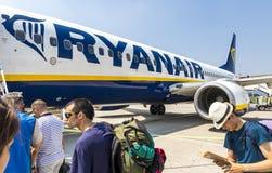 Boeing 737-8AS Ryanair dans l'aéroport de Bergame Image stock