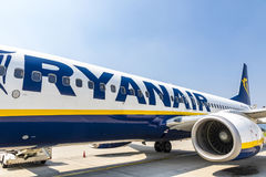 Boeing 737-8AS Ryanair dans l'aéroport de Bergame Photographie stock libre de droits