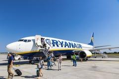 Boeing 737-8AS Ryanair dans l'aéroport de Bordeaux-Merignac Image libre de droits