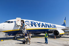 Boeing 737-8AS Ryanair dans l'aéroport de Bordeaux-Merignac Photos libres de droits