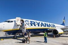 Boeing 737-8AS Ryanair no aeroporto do Bordéus-Merignac Fotos de Stock Royalty Free