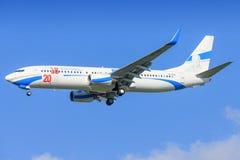 Boeing 737 av luft skriver in royaltyfri foto