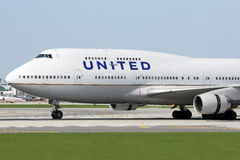 Boeing 747-400 av United Airlines i Chicago Royaltyfri Fotografi