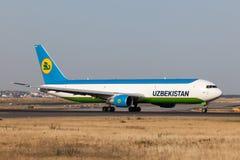 Boeing 767-300 av Uzbekistan Airways Fotografering för Bildbyråer