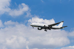Boeing 767-300 avant le débarquement Photographie stock