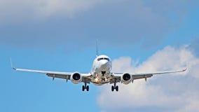 Boeing 737-800 avec des dérives photos libres de droits